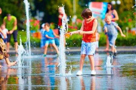 Mitigyon a gyerek hőségben