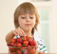 epret evő kisgyerek, egészséges, táplálkozás, gyermekkor