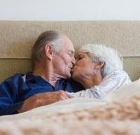 idős pár az ágyban, orgazmus, szex