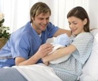 újszülött és szülők a kórházban, szülés, kórház