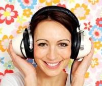 zenét hallgató lány, zeneterápia